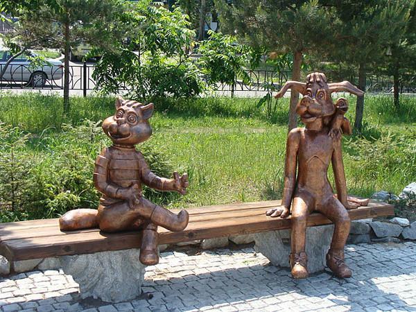 20 скульптур на лавочках со всего мира (ФОТО)