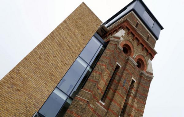 Новая жизнь для заброшенного здания: водонапорную башню превратили в потрясающий жилой дом