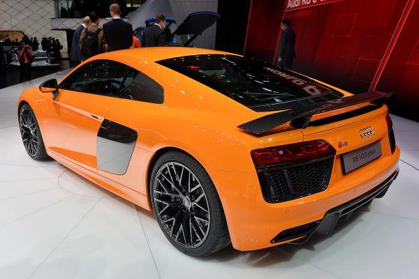 Audi R8. Немцы огласили стоимость обновленного спорткара (ФОТО)