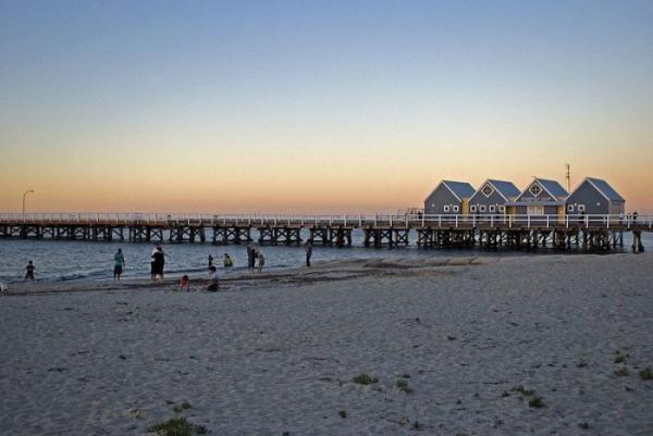 Дороги в море: самые красивые пирсы мира (ФОТО)