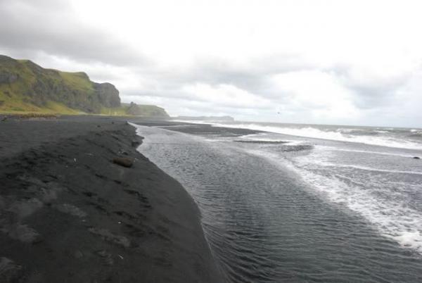 Уникальные черные пески Исландии (ФОТО)