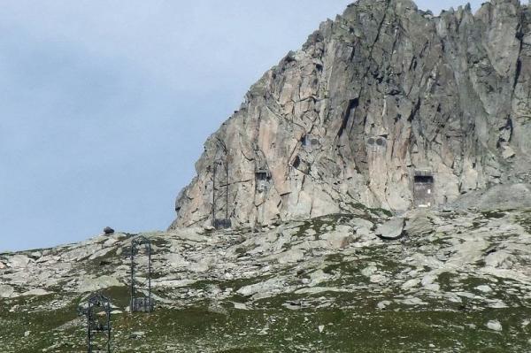 Замаскированные военные бункеры Швейцарии (ФОТО)