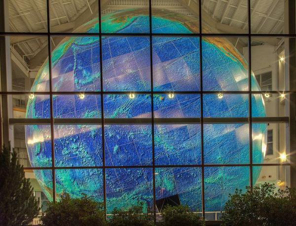 Самый большой в мире вращающийся глобус Земли (ФОТО)