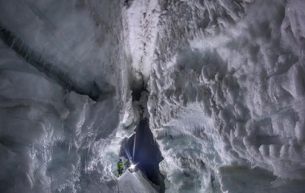 Самый большой в мире рукотворный ледяной туннель (ФОТО)