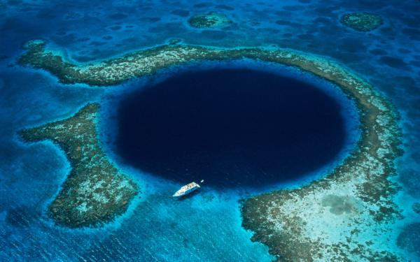 Ощущение сюрреализма: 7 гигантских воронок на теле нашей планеты (ФОТО)