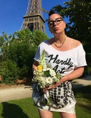Американка вышла замуж за саму себя в Париже (ФОТО)