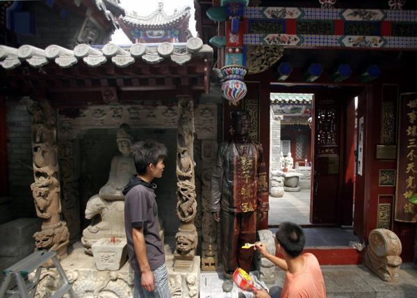 Художник из Китая стал звездой Интернета благодаря уникальной способности (ФОТО)