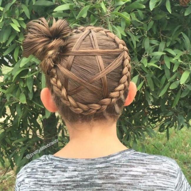 Мама каждое утро заплетает своей дочери невероятные косички (ФОТО)