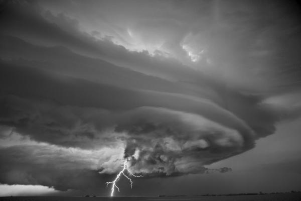 Убийственная природа. Черно-белые бури солнечной Калифорнии (ФОТО)