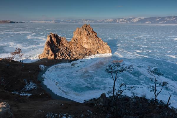 Мир льда и ветра: фотограф продемонстрировал удивительную красоту озера Байкал (ФОТО)
