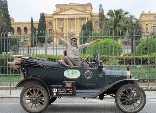Пара из Нидерландов отправилась в кругосветное путешествие на Ford Model T 1915 года выпуска (ФОТО)