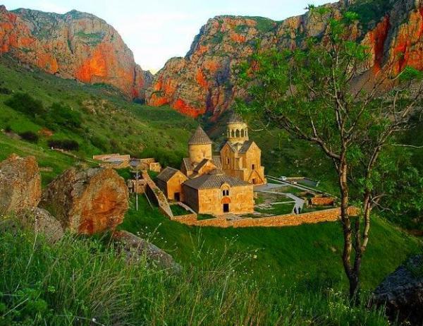 Татевский монастырь - чудо архитектуры и природы (ФОТО)