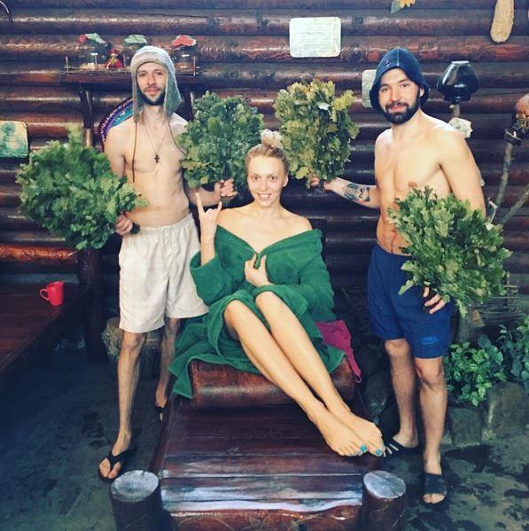 Суперблондинка Оля Полякова в восторге от николаевской бани (ФОТО)
