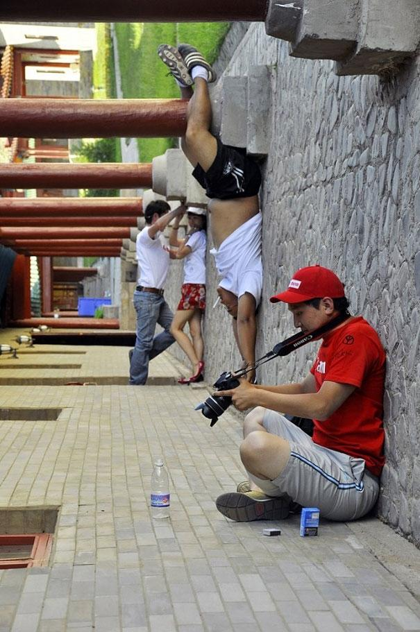 Оптическая иллюзия в действии. 20 невероятных снимков, доказывающих, что ракурс – это главное (ФОТО)