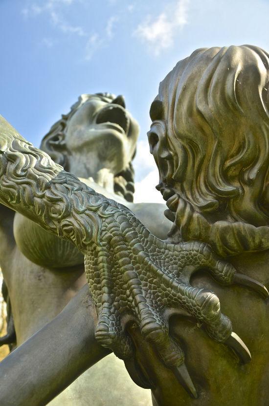 Жуткие скульптуры парка индийской культуры в Ирландии (ФОТО)