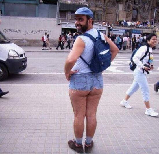 Этим людям стоило бы объяснить, как правильно носить штаны (ФОТО)