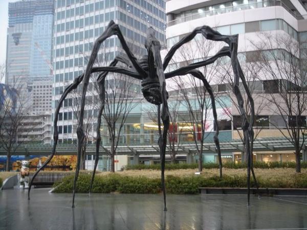 Паук Маман - грозный талисман Токио (ФОТО)