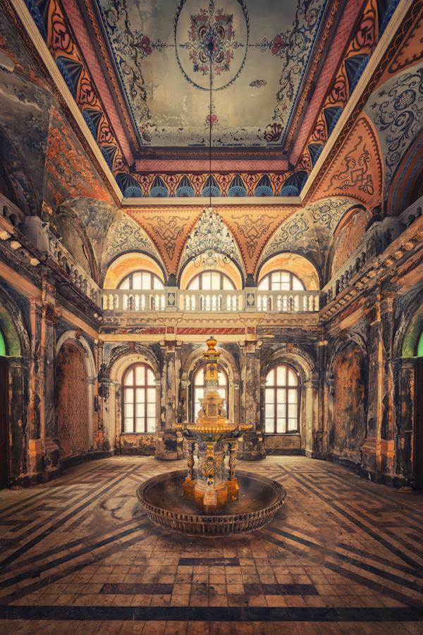 Эстетика заброшенных зданий в работах фотографа из Германии (ФОТО)