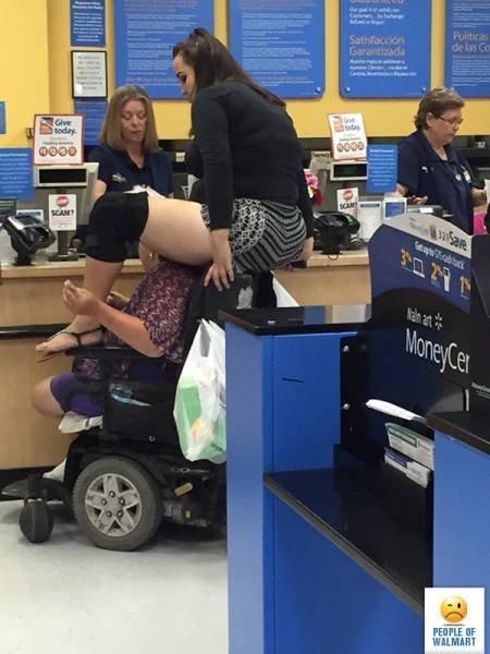 Чудаки и чудачества. Кого только не встретишь в магазине (ФОТО)