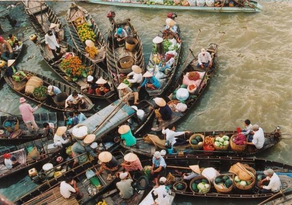 Удивительные плавучие рынки юго-восточной Азии (ФОТО)