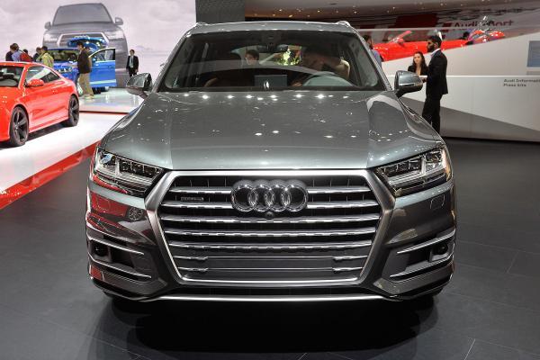 В Audi рассказали, когда кроссовер SQ7 TDI поступит в продажу (ФОТО)