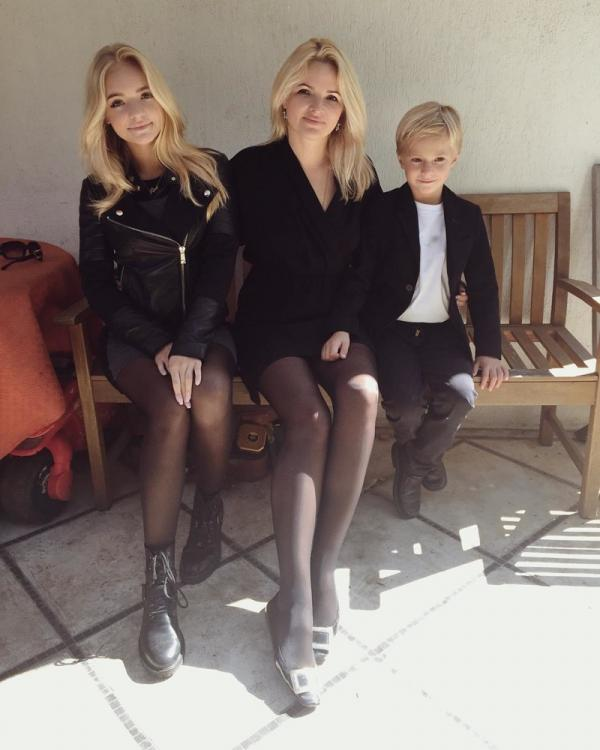 Тот неловкий момент, когда мама и дочь выглядят на один возраст (ФОТО)