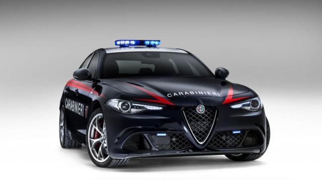 Alfa Romeo подарила итальянцам полицейские автомобили (ФОТО)
