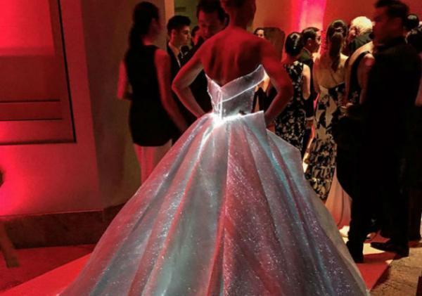 Светящееся платье будущего Клэр Дейнс (ФОТО)