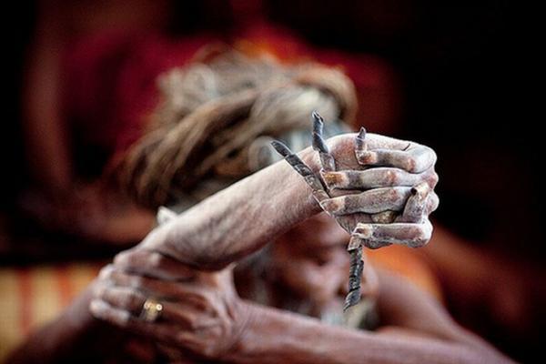 Индус держит руку поднятой вот уже 43 года (ФОТО)