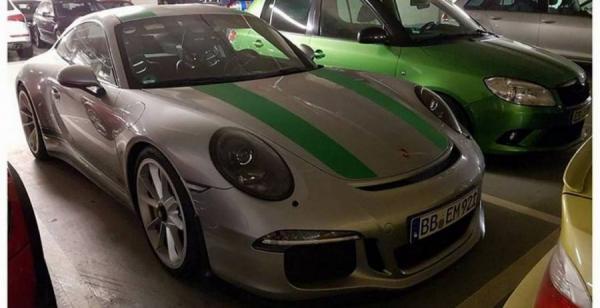 Шпионы засняли редкий спорткар Porsche 911 R (ФОТО)