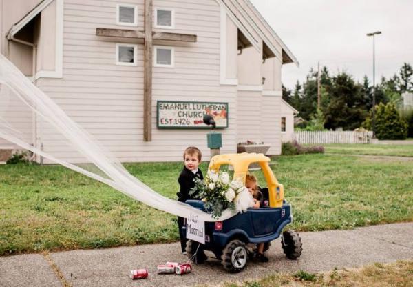 Забавная фотосессия малыша, вдохновленная взрослой жизнью (ФОТО)