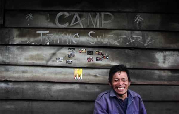 Заработок в Индонезии, или как люди добывают серу из вулкана (ФОТО)