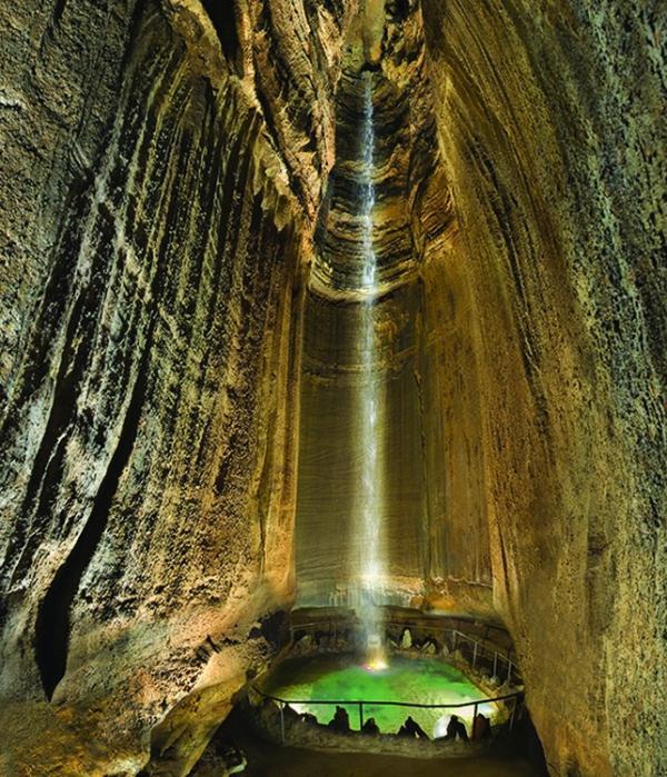Чарующая красота природы: подземный водопад Руби Фоллс в США (ФОТО)