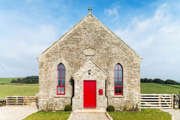 Дизайнеры из Англии превратили католическую церковь в роскошный коттедж (ФОТО)