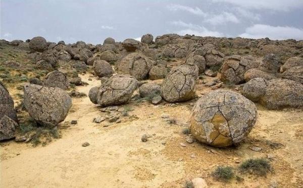 Загадочная долина шаров на полуострове Мангистау (ФОТО)