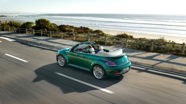 Компания Volkswagen показала обновленное семейство Beetle (ФОТО)