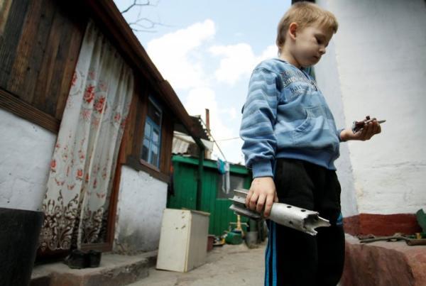 """Безжалостная война, которая не забыла """"проведать"""" детей (ФОТО)"""