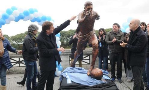 В столице Аргентины открыли статую Месси (ФОТО)
