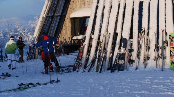 """Знаменитый скандинавский ресторан """"Тюсен"""", расположенный на высоте 1000 метров над уровнем моря (ФОТО)"""