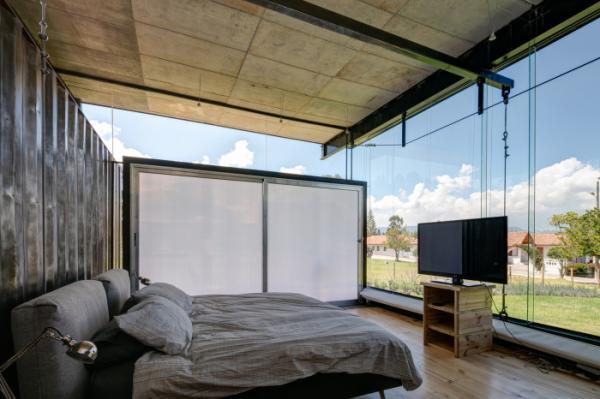 Дешево и стильно: мексиканский архитектор построил дом из морских контейнеров (ФОТО)