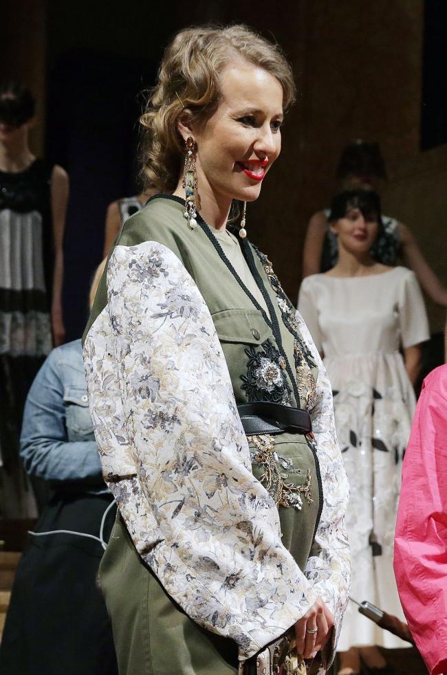 Ксения Собчак показала округлившийся живот (ФОТО)