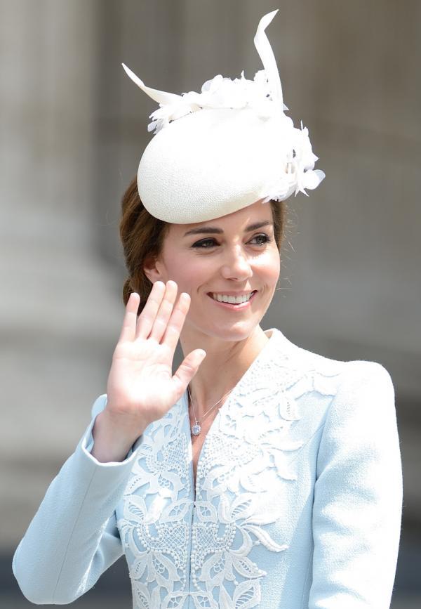 Герцог и герцогиня Кембриджские с детьми очаровали публику на юбилее королевы Елизаветы II (ФОТО)