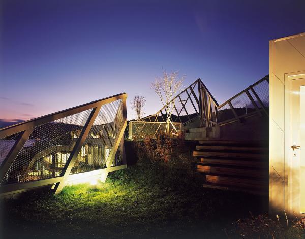 Корейцы построили неправильный стеклянный дом (ФОТО)