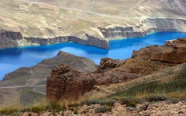 Разноцветные озера. 10 удивительных снимков (ФОТО)
