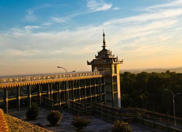 Пустой мегаполис. Самая малолюдная столица в мире (ФОТО)