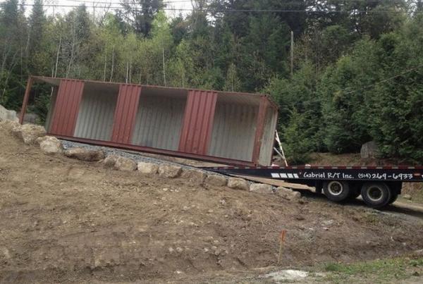 Уютный бюджетный дом из грузовых контейнеров (ФОТО)