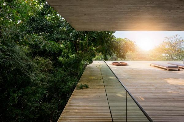 Крепость одиночества: жилой дом, спрятавшийся среди джунглей (ФОТО)