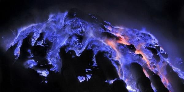 Восхитительный вулкан Иджен в Индонезии (ФОТО)