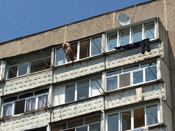 """Винницкий """"Казанова"""" застрял на балконе 10-го этажа (ФОТО)"""