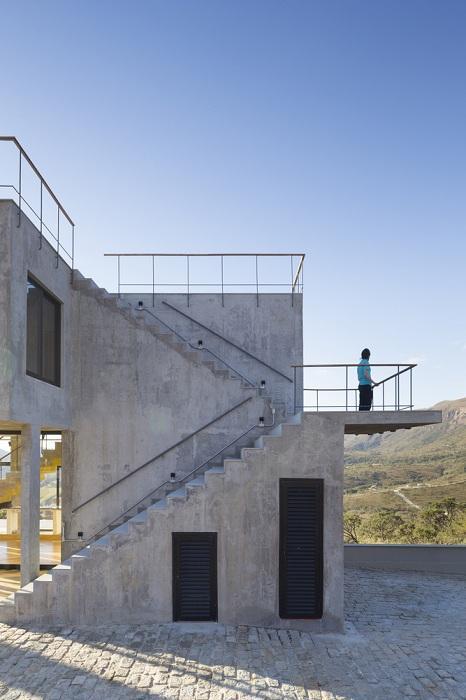 Размывая грань между природой и архитектурой: жилой дом из бетона и стекла (ФОТО)